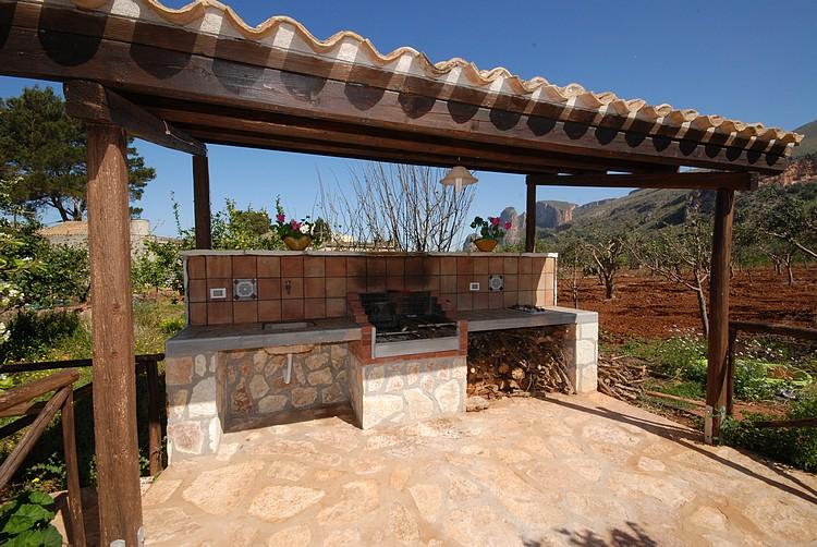 Barbecue in giardino cappa per barbecue in muratura with - Barbecue da giardino in pietra ...